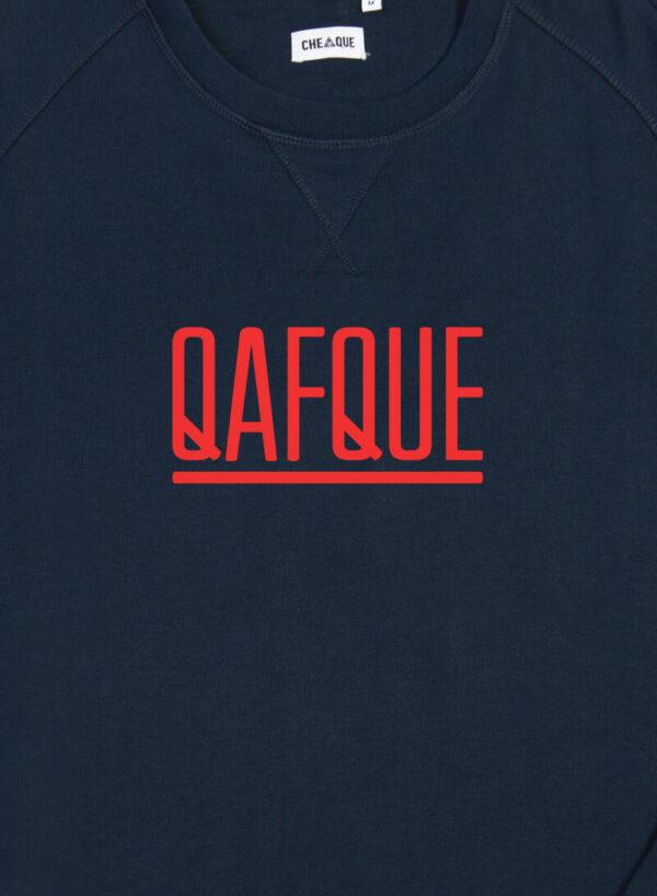 QAFQUE DONKERBLAUW / ROOD SWEATER
